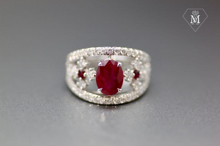 Bague de fiançailles sur-mesure - bague rubis ovale - diamants et or blanc - bague bandeau
