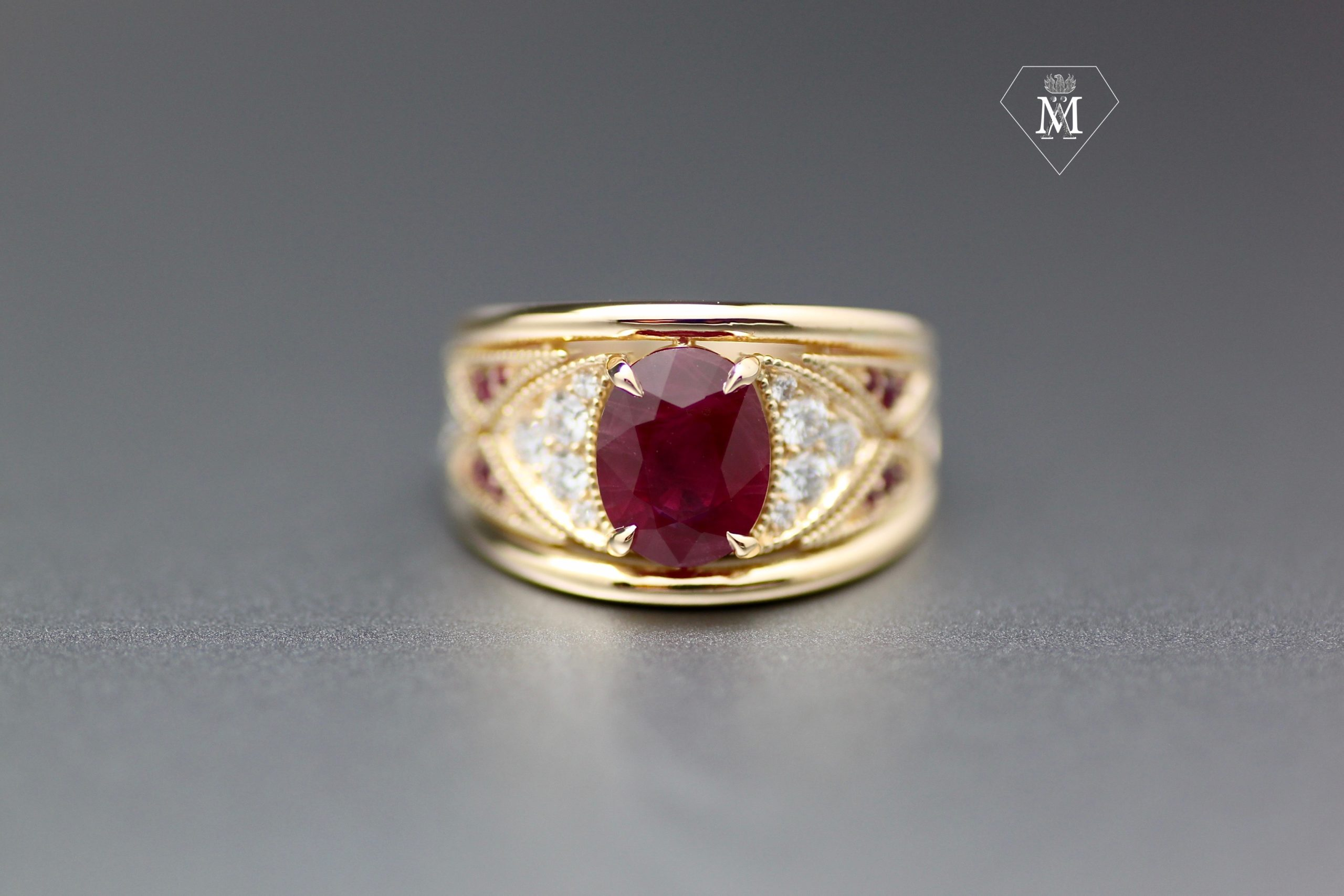Bague de naissance rubis, diamants et or jaune