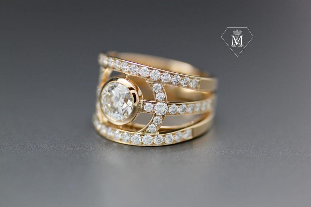 Bague de fiançailles sur-mesure or jaune et diamants