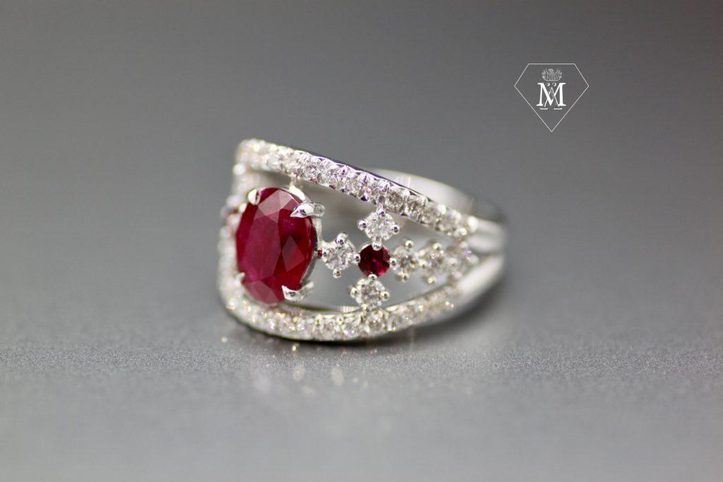 Bague de fiançailles sur-mesure rubis, diamants et or jaune