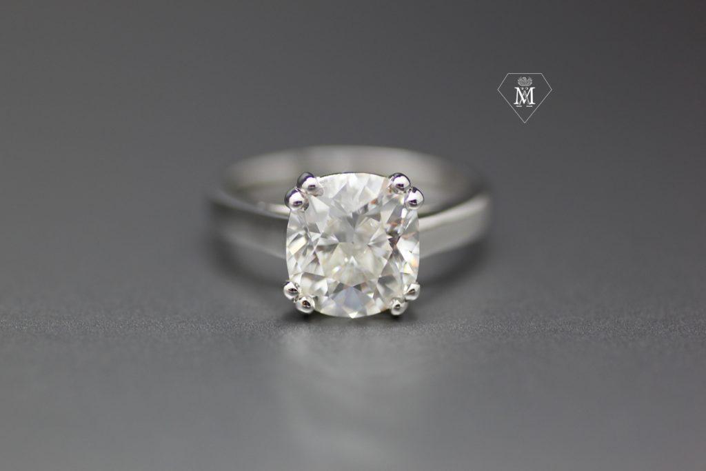 Origine des fiançailles : bague de fiançailles solitaire diamant