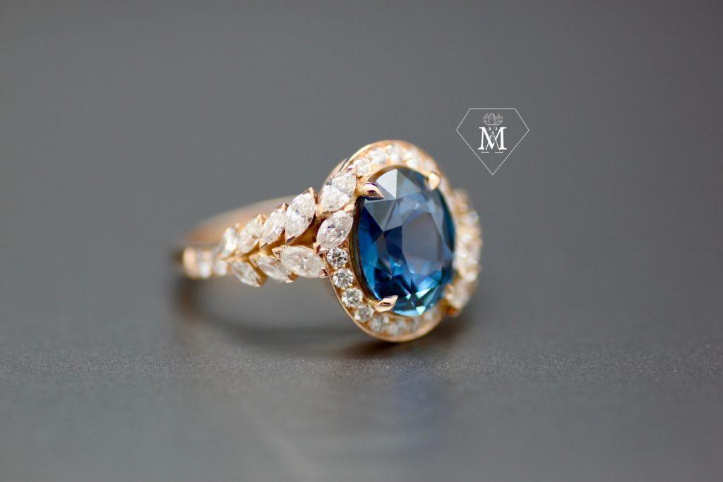 bague de fiançailles sur-mesure saphir ovale et diamants