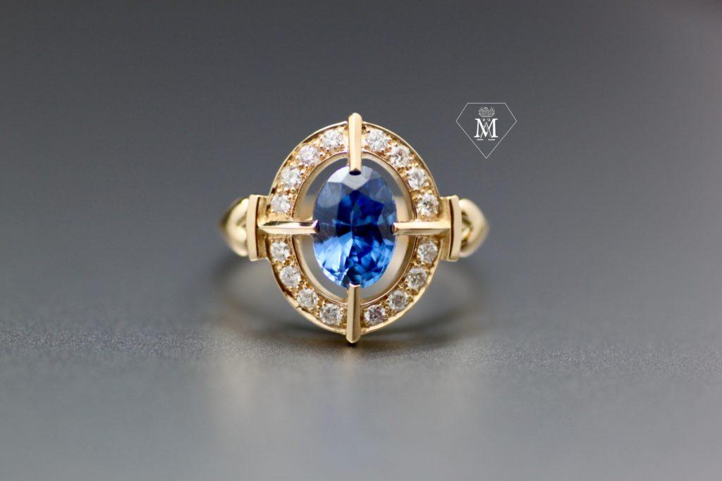 Bague de fiançailles sur-mesure saphir diamants et or jaune