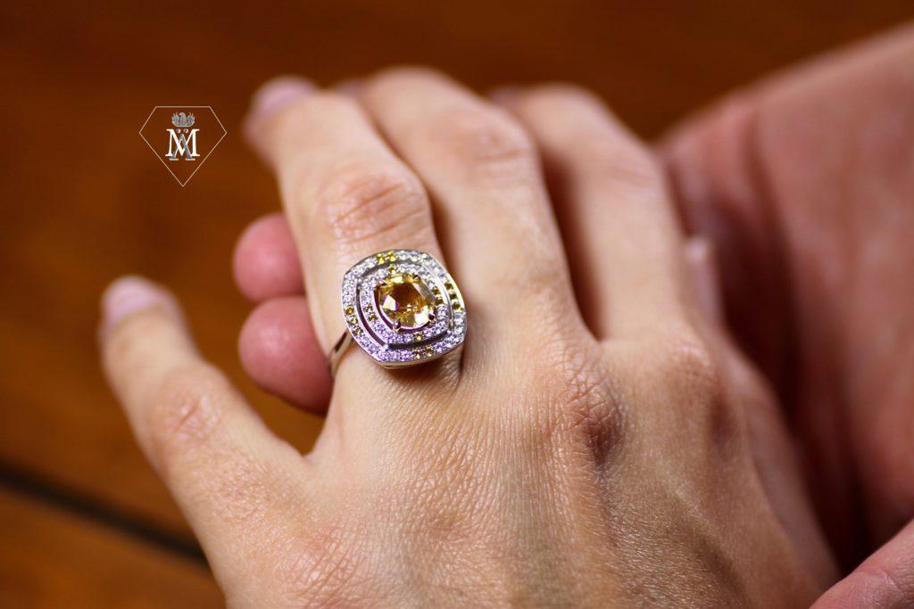 Bague de fiançailles sur-mesure saphir jaune et diamants