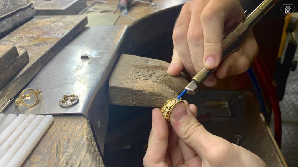 Fabrication-bague-sur-mesure-Atelier-Mähler-polissage