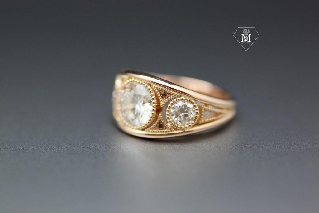Bague sur-mesure - diamants blancs et bruns - or jaune - bague bandeau