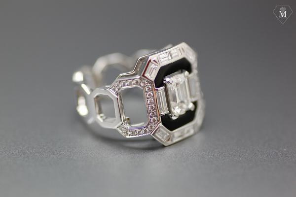 Bague de fiançailles sur-mesure diamants et onyx - haute joaillerie