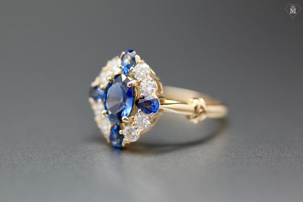 Bague de fiançailles or jaune, saphirs, diamants