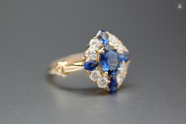 Bague saphirs et diamants : sur-mesure