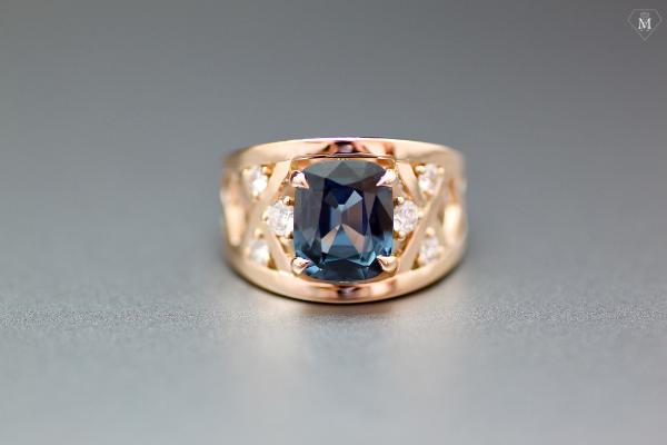 Bague de fiançailles spinelle diamants et or rose